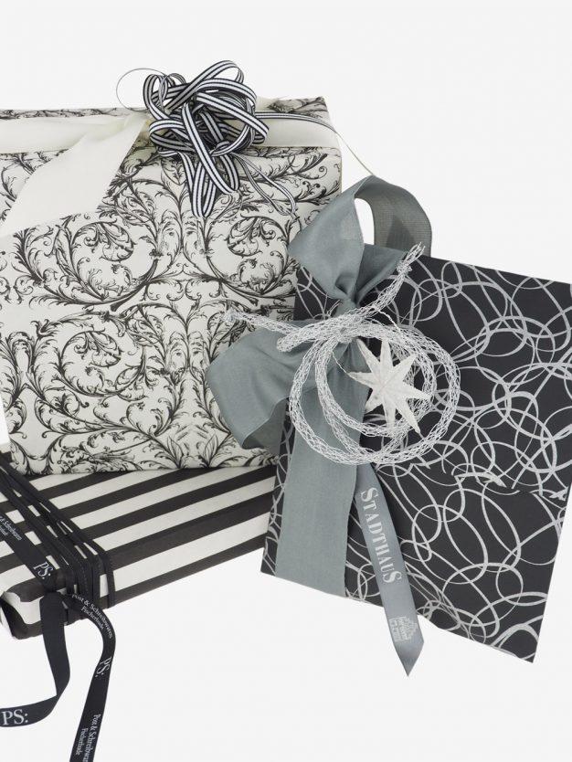 geschenkpapierpaeckchen-creme-mit-barock-schwarz