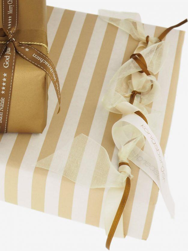 geschenkpapierverpackung-creme-mit-streifen-beige