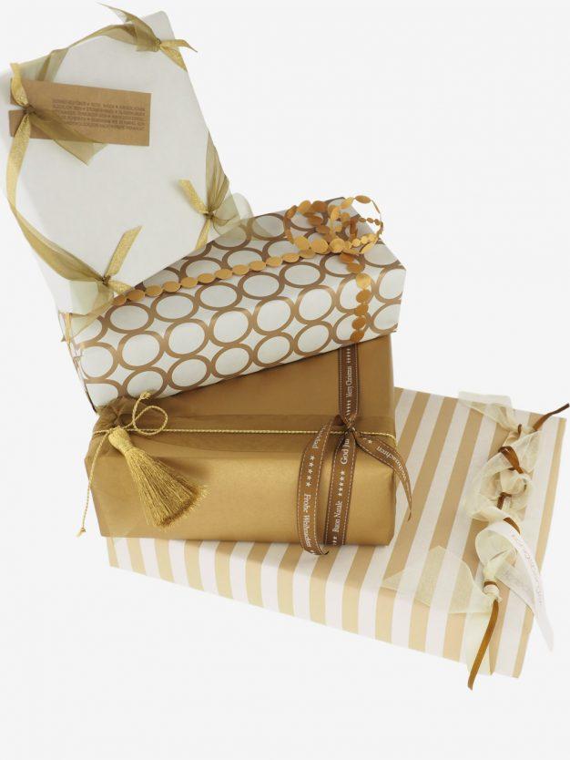 geschenkpapierpaeckchen-creme-mit-streifen-beige
