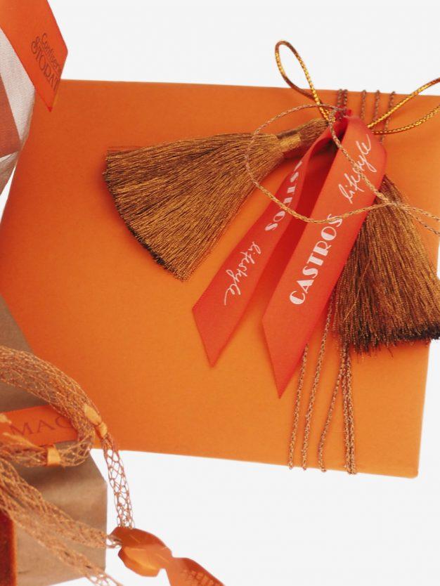 geschenkpapierverpackung-orange-uni