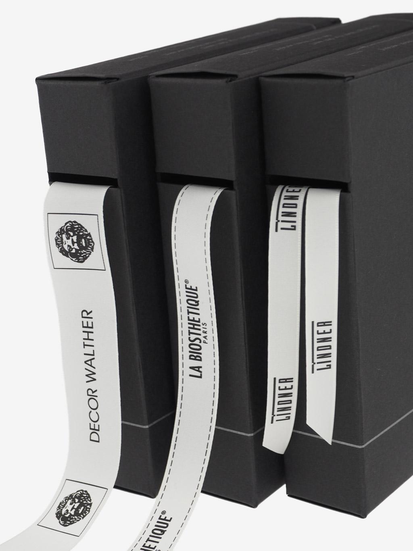 geschenkband-mit-namen-spenderbox-einfache-verarbeitung