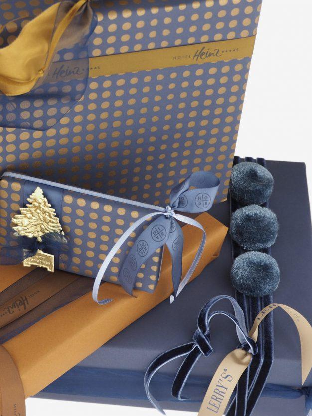 geschenkpapier; dunkelblau; graublau; punkte; gold